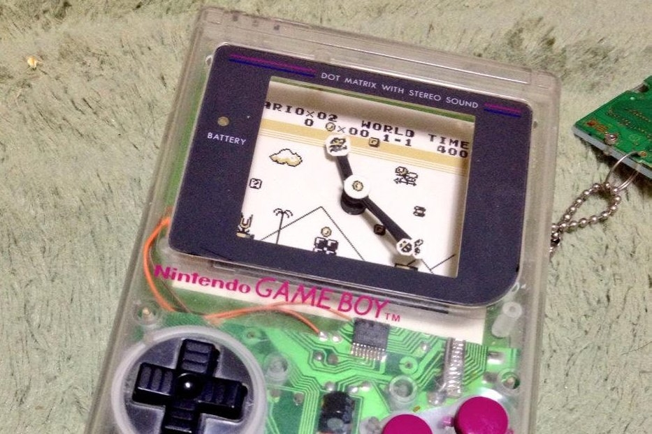 Modojo | This Fan Made A Clock Out of A Game Boy